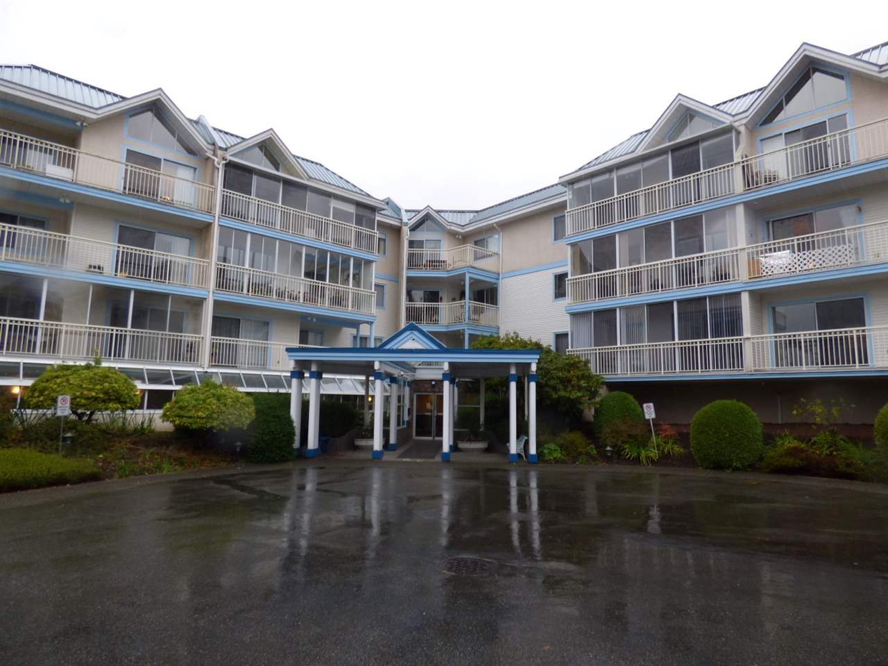 "Main Photo: 313 31930 OLD YALE Road in Abbotsford: Abbotsford West Condo for sale in ""Royal Court"" : MLS®# R2119689"
