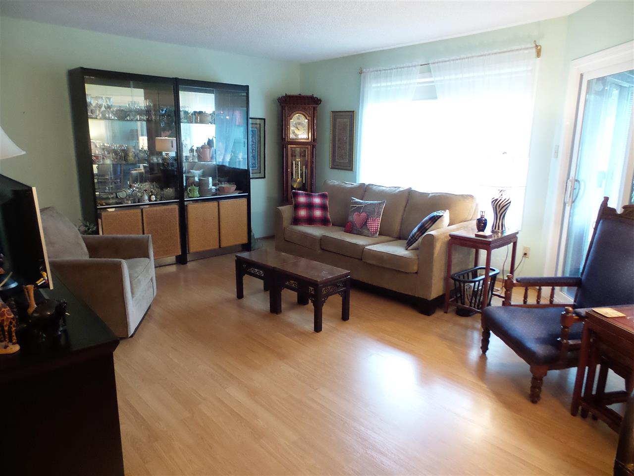 Photo 4: 17518 CALLINGWOOD Road in Edmonton: Zone 20 Townhouse for sale : MLS(r) # E4049316