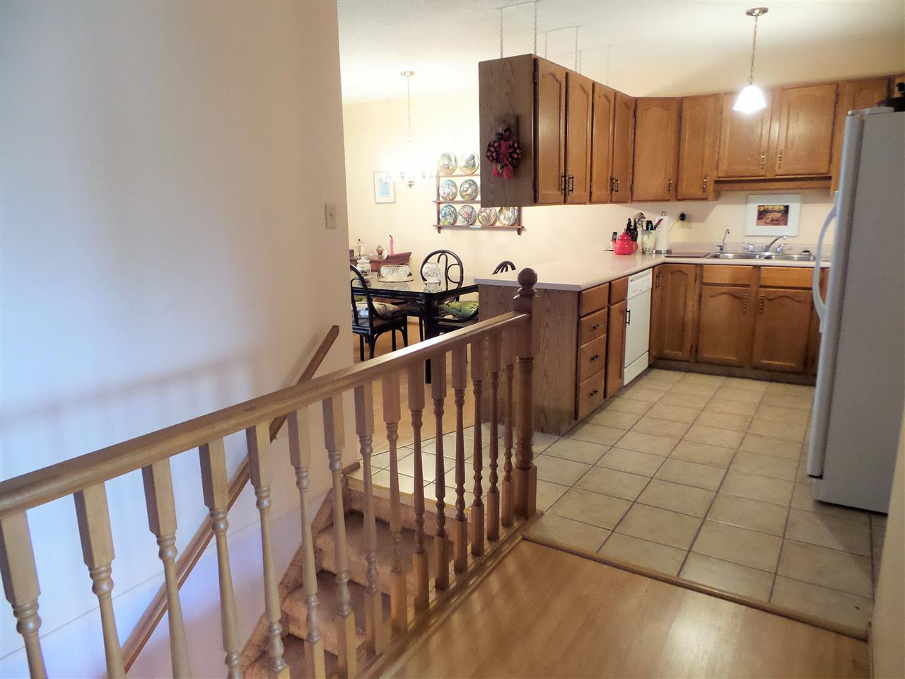 Photo 5: 17518 CALLINGWOOD Road in Edmonton: Zone 20 Townhouse for sale : MLS(r) # E4049316