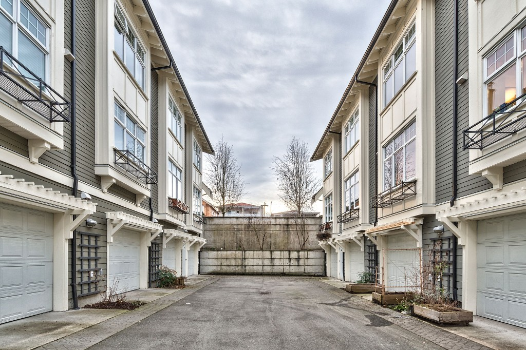 "Photo 29: Photos: 3850 WELWYN Street in Vancouver: Victoria VE Townhouse for sale in ""Stories"" (Vancouver East)  : MLS® # R2136564"