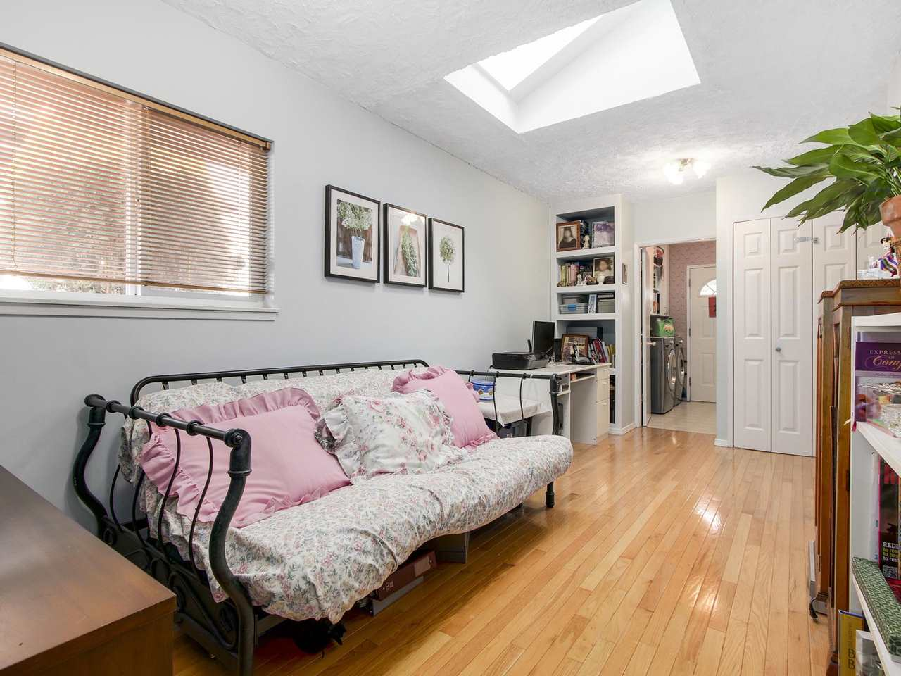 Photo 11: Photos: 1520 MACGOWAN Avenue in North Vancouver: Norgate House for sale : MLS® # R2137032