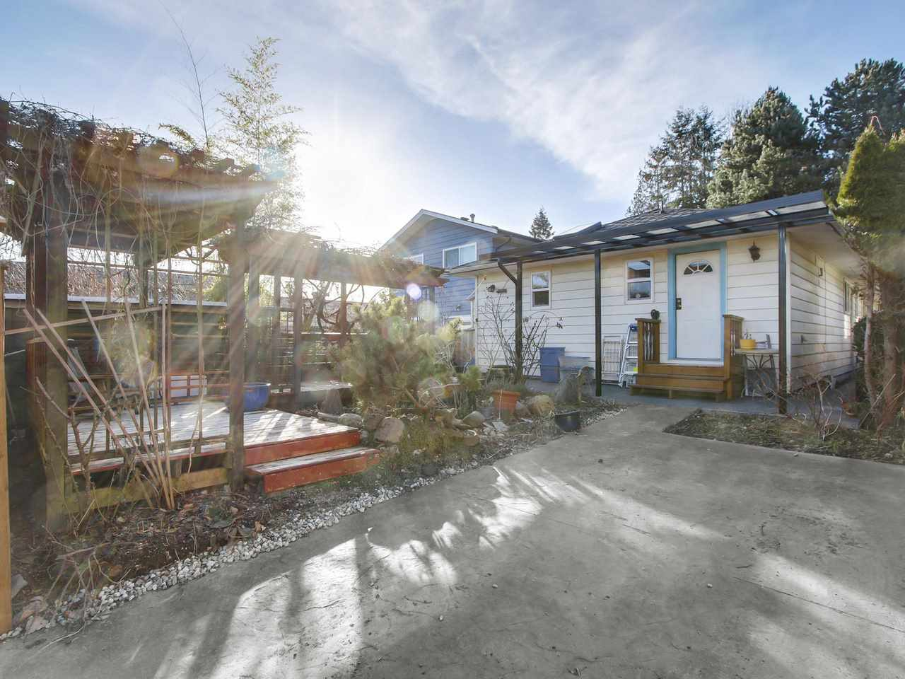 Photo 19: Photos: 1520 MACGOWAN Avenue in North Vancouver: Norgate House for sale : MLS®# R2137032