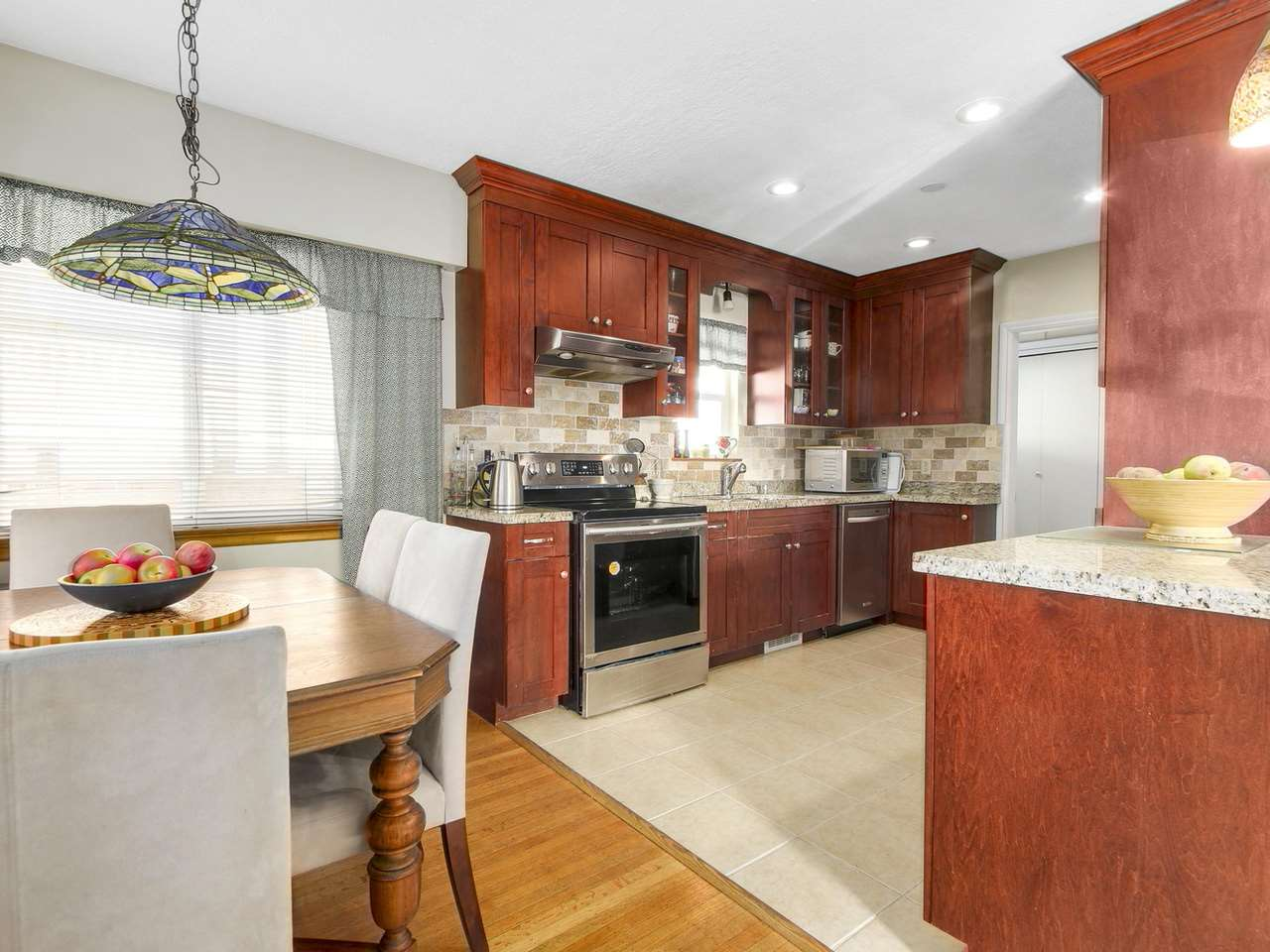 Photo 2: Photos: 1520 MACGOWAN Avenue in North Vancouver: Norgate House for sale : MLS® # R2137032