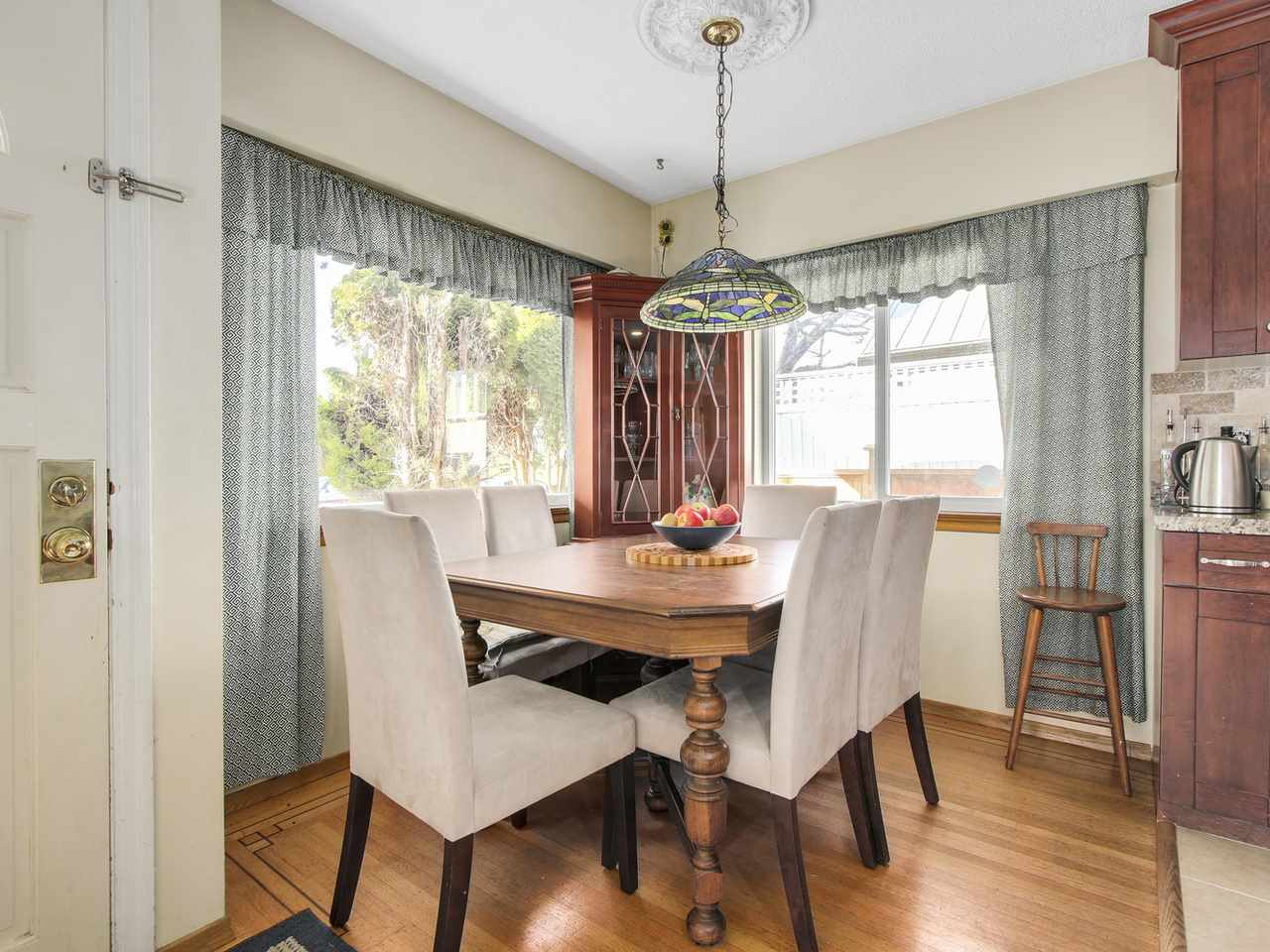 Photo 3: Photos: 1520 MACGOWAN Avenue in North Vancouver: Norgate House for sale : MLS® # R2137032
