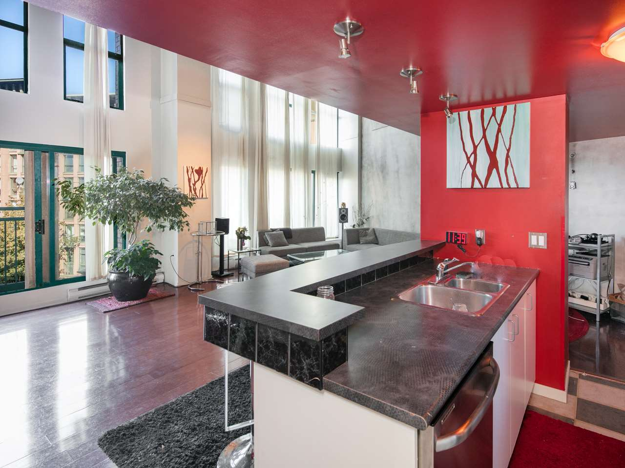 "Photo 2: 407 22 E CORDOVA Street in Vancouver: Downtown VE Condo for sale in ""Van Horne"" (Vancouver East)  : MLS(r) # R2163829"
