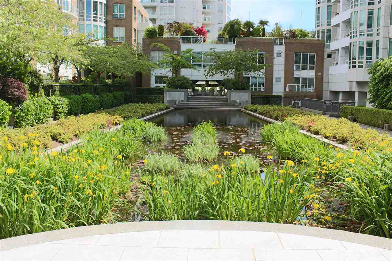 "Main Photo: 512 888 BEACH Avenue in Vancouver: Yaletown Condo for sale in ""888 BEACH"" (Vancouver West)  : MLS(r) # R2169722"
