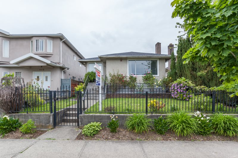 Main Photo: 815 E 57TH Avenue in Vancouver: South Vancouver House for sale (Vancouver East)  : MLS®# R2171000
