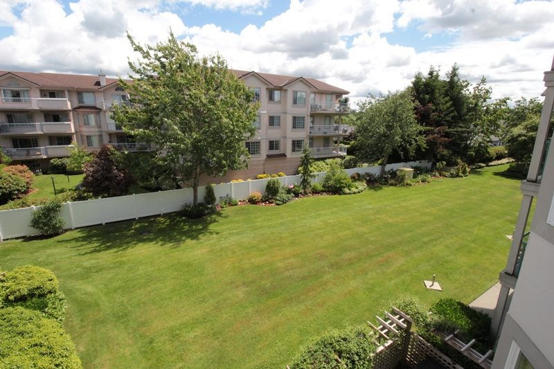 "Photo 13: 310 20453 53 Avenue in Langley: Langley City Condo for sale in ""Countryside Estates"" : MLS(r) # R2178947"