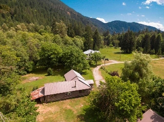 "Main Photo: 2211/31 DRUMMOND Road in Squamish: Upper Squamish House for sale in ""UPPER SQUAMISH"" : MLS(r) # R2190623"