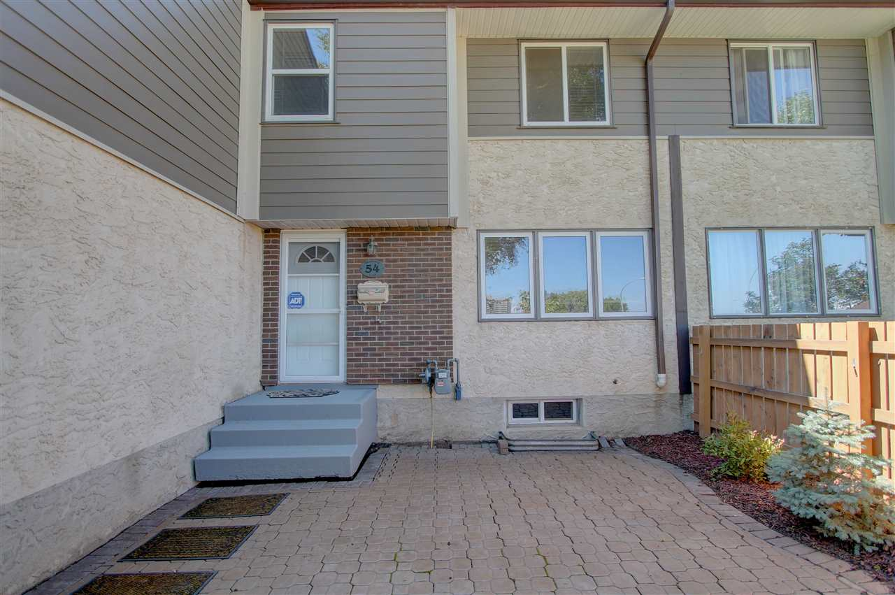 Main Photo: 54 WILLOWDALE Place in Edmonton: Zone 20 Townhouse for sale : MLS® # E4077216