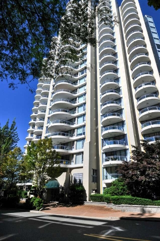 "Main Photo: 906 739 PRINCESS Street in New Westminster: Uptown NW Condo for sale in ""BERKLEY PLACE"" : MLS® # R2204179"