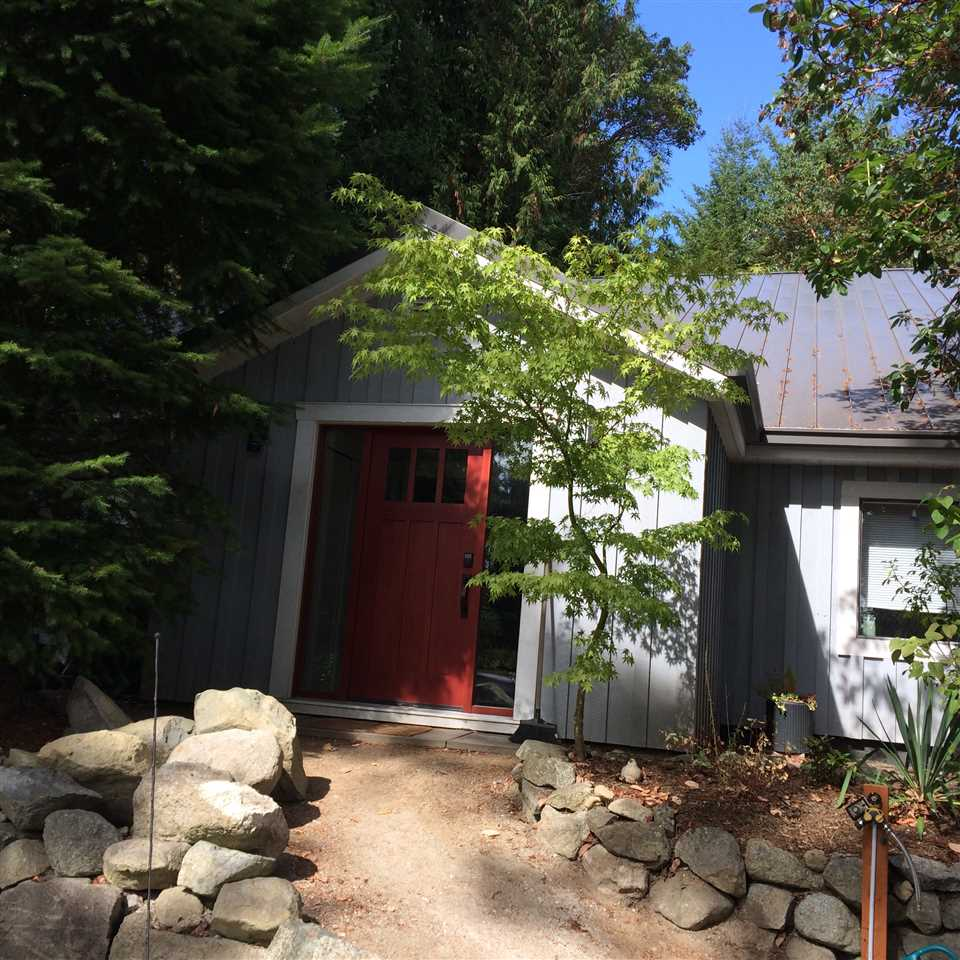 "Photo 3: 9168 SUNSHINE COAST Highway in Halfmoon Bay: Halfmn Bay Secret Cv Redroofs House for sale in ""Halmoon Bay"" (Sunshine Coast)  : MLS® # R2205392"