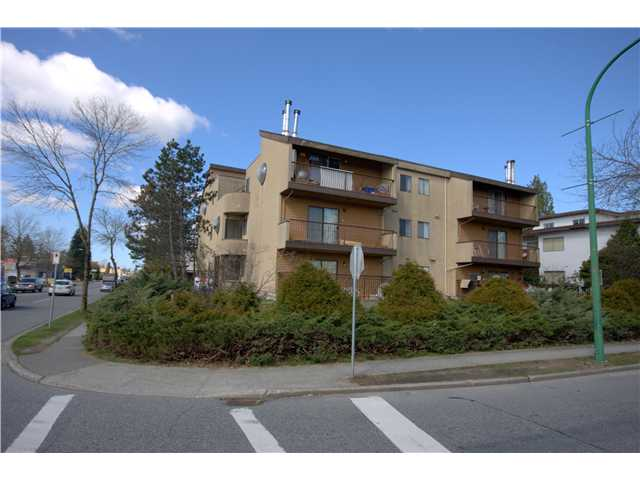 "Main Photo: 304 5155 IMPERIAL Street in Burnaby: Metrotown Condo for sale in ""ROYAL OAK APARTMENTS"" (Burnaby South)  : MLS® # V880102"