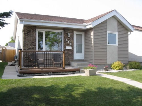 Main Photo: 145 Burland Avenue in Winnipeg: St Vital Single Family Detached for sale (South Winnipeg)  : MLS® # 1216801