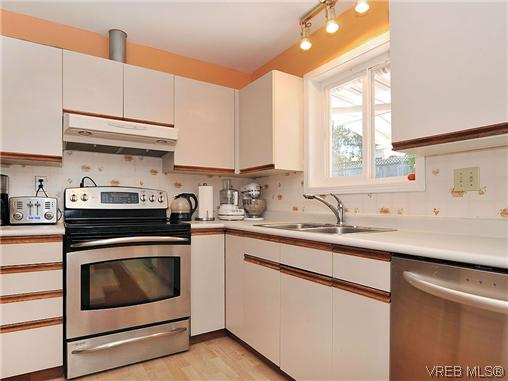 Photo 6: 1213 Cumberland Court in VICTORIA: SE Lake Hill Residential for sale (Saanich East)  : MLS® # 314956