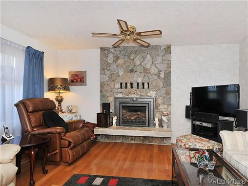 Photo 2: 1213 Cumberland Court in VICTORIA: SE Lake Hill Residential for sale (Saanich East)  : MLS® # 314956