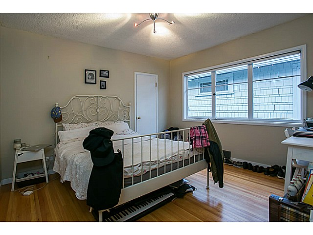 Photo 3: 3060 E 8TH Avenue in Vancouver: Renfrew VE House for sale (Vancouver East)  : MLS(r) # V1050531