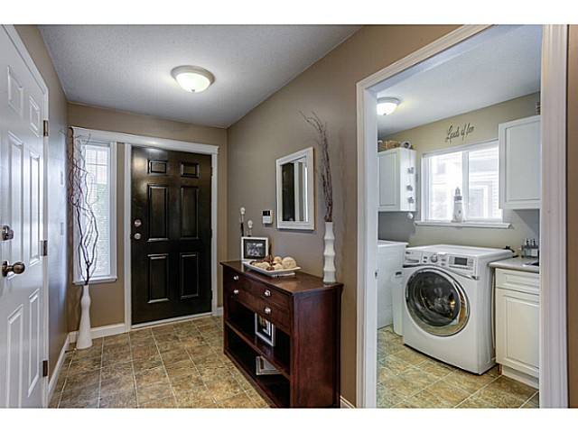 Photo 2: 33883 HOLLISTER Place in Mission: Mission BC House for sale : MLS(r) # F1427638