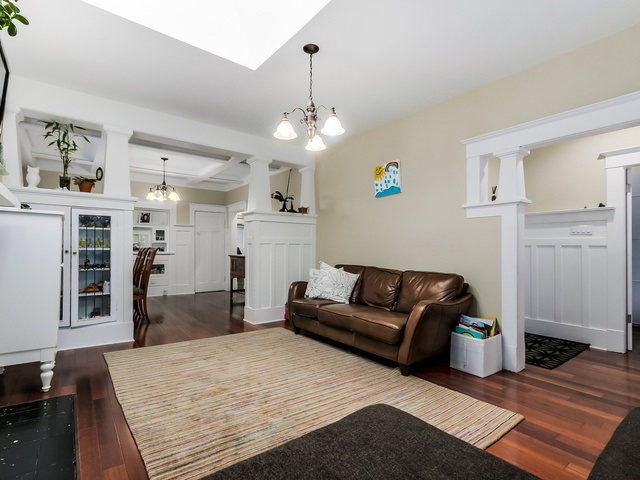 Photo 5: 2085 W 45TH Avenue in Vancouver: Kerrisdale House for sale (Vancouver West)  : MLS(r) # R2029525