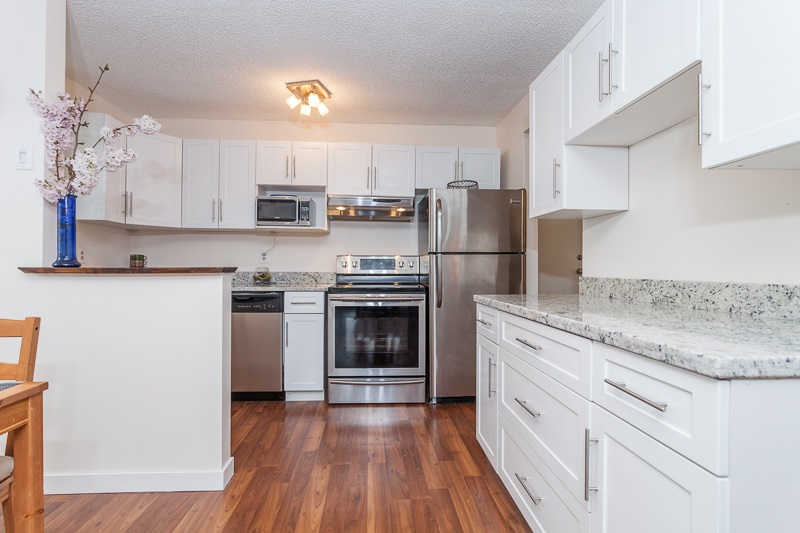 "Main Photo: 209 1551 W 11TH Avenue in Vancouver: Fairview VW Condo for sale in ""LABURNUM HEIGHTS"" (Vancouver West)  : MLS®# R2047000"