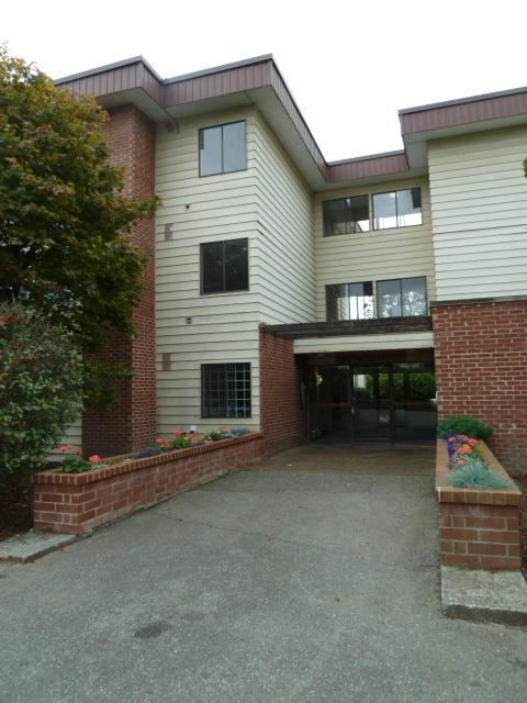 "Main Photo: 207 1909 SALTON Road in Abbotsford: Central Abbotsford Condo for sale in ""FOREST VILLAGE (BIRCHWOOD BUILDING)"" : MLS® # R2106786"