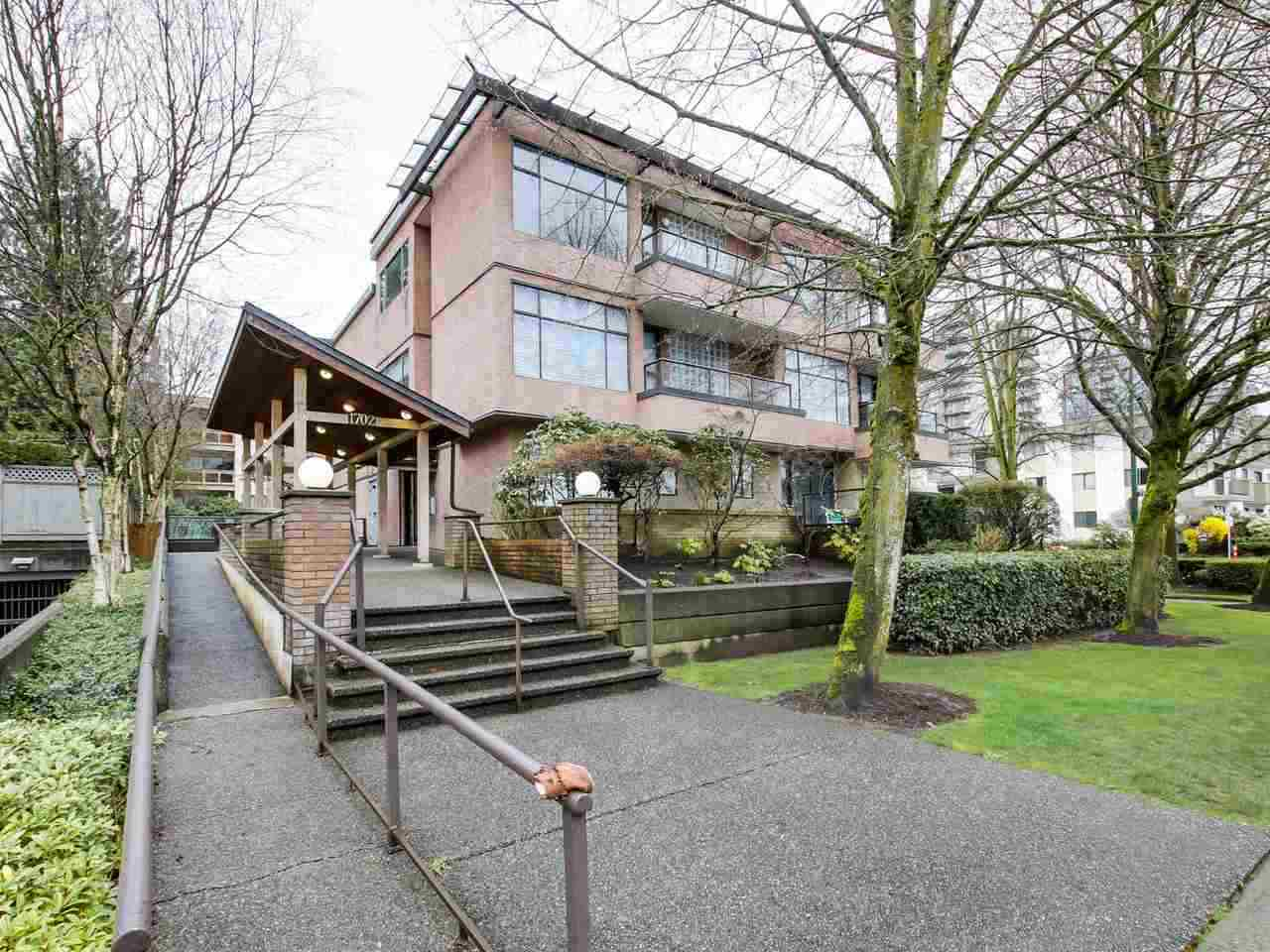 Main Photo: 202 1702 CHESTERFIELD Avenue in North Vancouver: Central Lonsdale Condo for sale : MLS®# R2127116