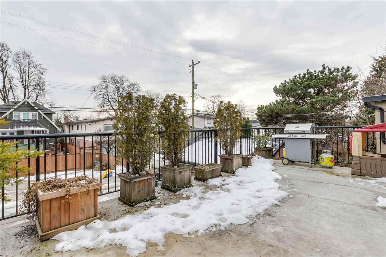 Photo 3: 452 E 44TH Avenue in Vancouver: Fraser VE House 1/2 Duplex for sale (Vancouver East)  : MLS(r) # R2131563