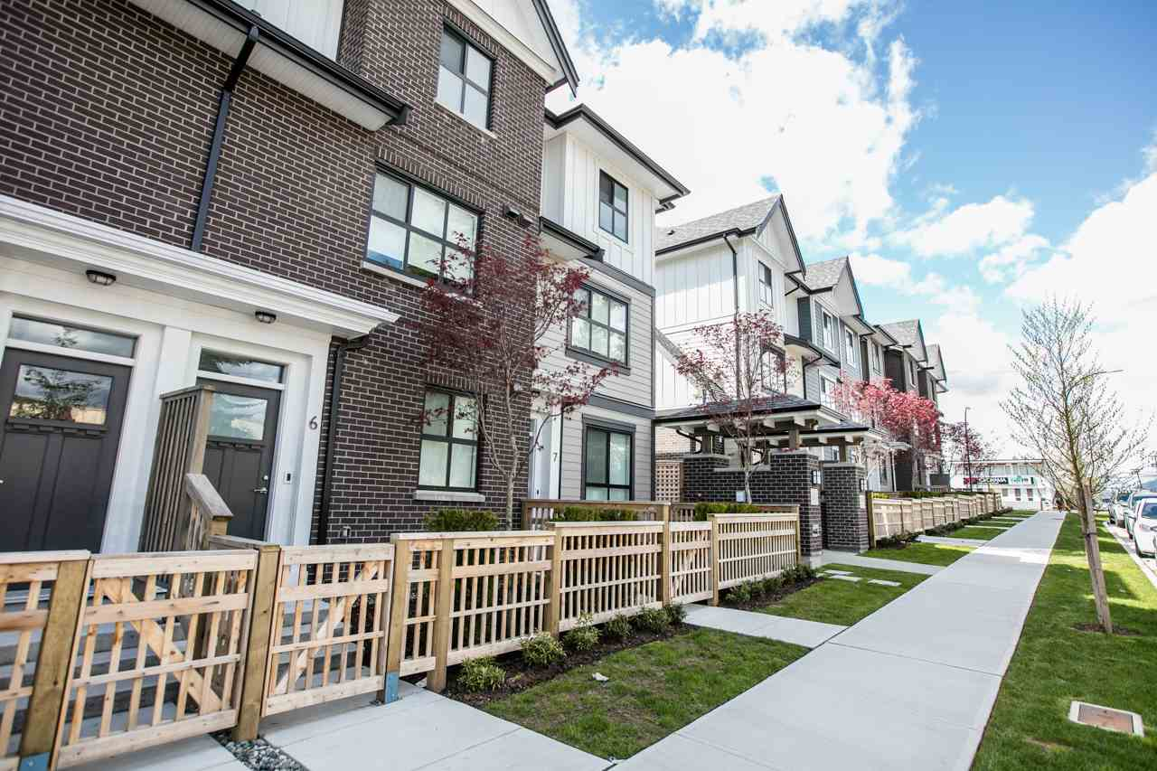 Photo 2: 43 7039 MACPHERSON Avenue in Burnaby: Metrotown Townhouse for sale (Burnaby South)  : MLS(r) # R2160178