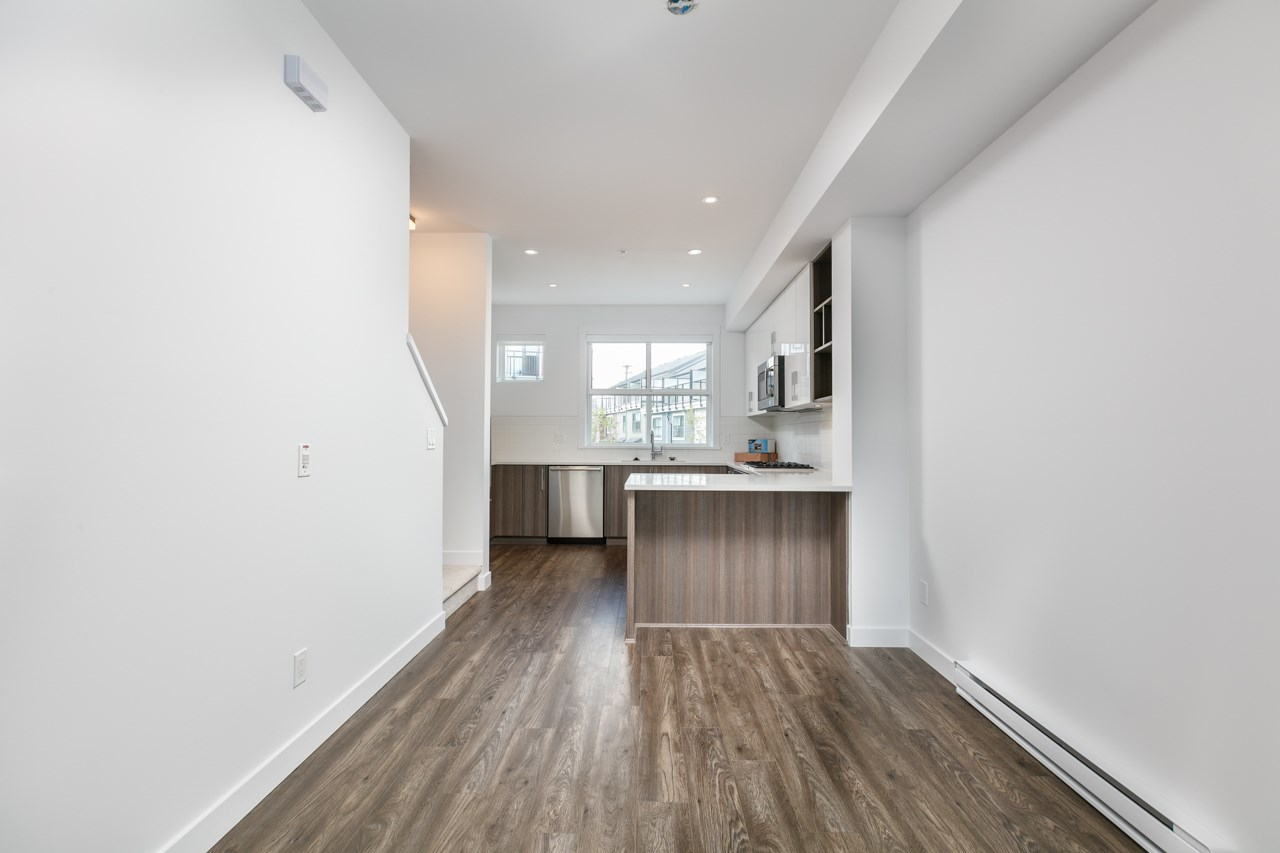 Photo 7: 43 7039 MACPHERSON Avenue in Burnaby: Metrotown Townhouse for sale (Burnaby South)  : MLS(r) # R2160178