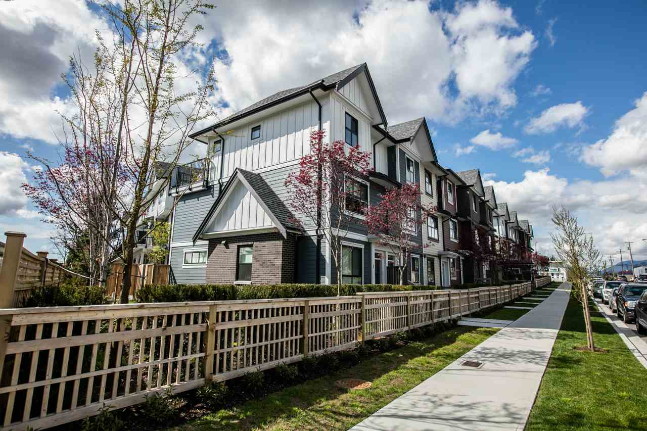 Photo 4: 43 7039 MACPHERSON Avenue in Burnaby: Metrotown Townhouse for sale (Burnaby South)  : MLS(r) # R2160178