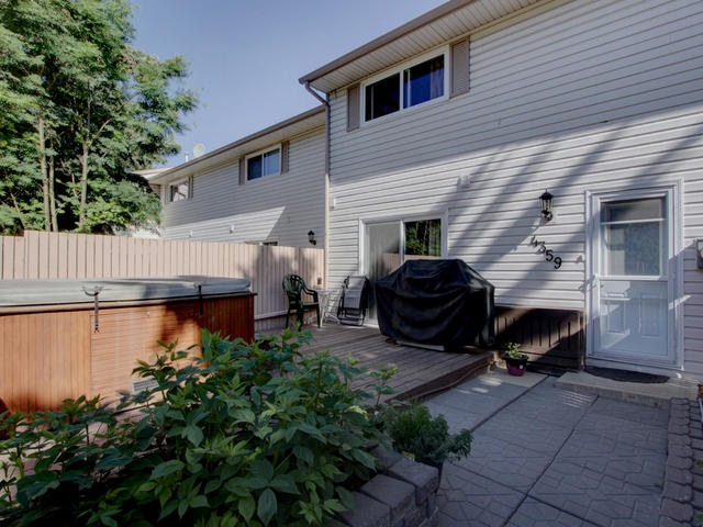 Main Photo: 4359 46 Street: Stony Plain Townhouse for sale : MLS(r) # E4064119