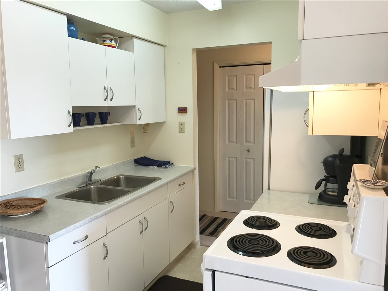 Photo 3: 304 910 FIFTH Avenue in New Westminster: Uptown NW Condo for sale : MLS(r) # R2188512