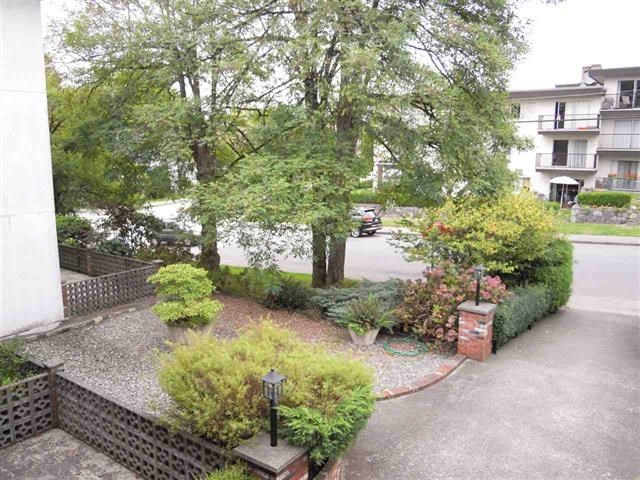 Photo 2: 304 910 FIFTH Avenue in New Westminster: Uptown NW Condo for sale : MLS® # R2188512
