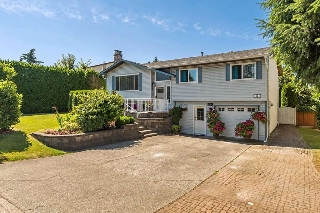 "Main Photo: 9221 213 Street in Langley: Walnut Grove House for sale in ""Walnut Grove"" : MLS® # R2195219"