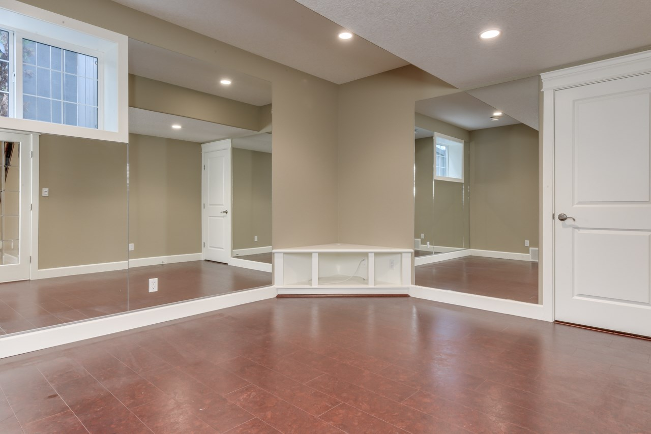 Photo 25: 2480 MARTELL Crescent in Edmonton: Zone 14 House for sale : MLS® # E4081820