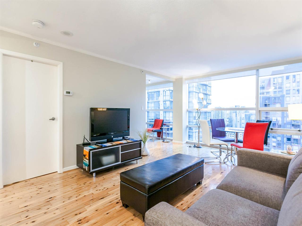 "Main Photo: 1409 1050 BURRARD Street in Vancouver: Downtown VW Condo for sale in ""THE WALL CENTRE"" (Vancouver West)  : MLS® # R2213596"