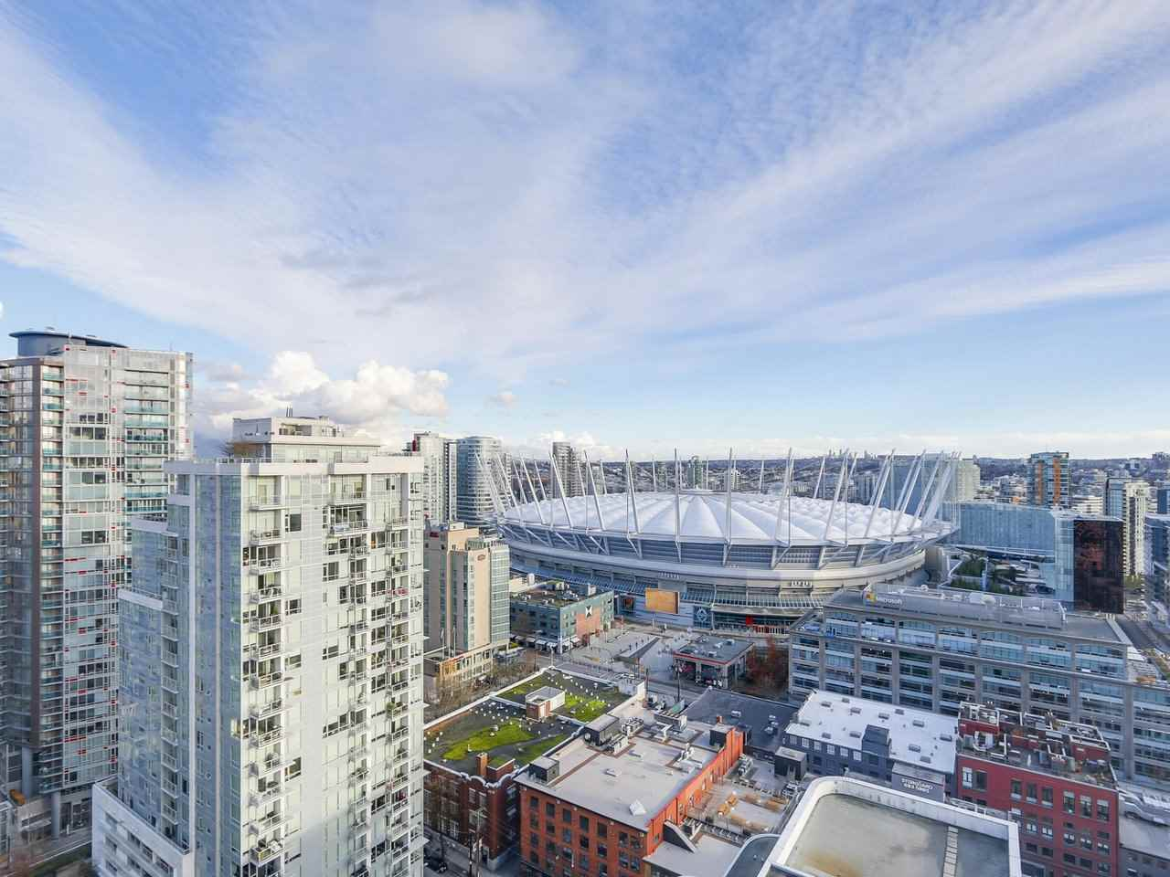 "Main Photo: 2406 888 HAMILTON Street in Vancouver: Downtown VW Condo for sale in ""Rosedale Garden"" (Vancouver West)  : MLS® # R2224403"