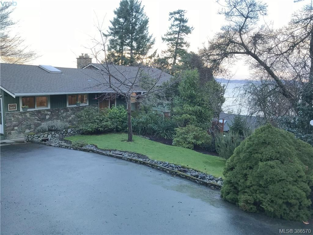 Main Photo: 968 Saturna Place in VICTORIA: SE Cordova Bay Single Family Detached for sale (Saanich East)  : MLS® # 386570