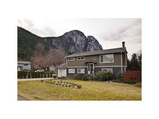 Main Photo: 2029 MAPLE Drive in Squamish: Valleycliffe House for sale : MLS® # V933584