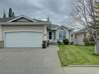 Main Photo: 215 YOUVILLE Drive E in Edmonton: Zone 29 House Half Duplex for sale : MLS(r) # E4039123