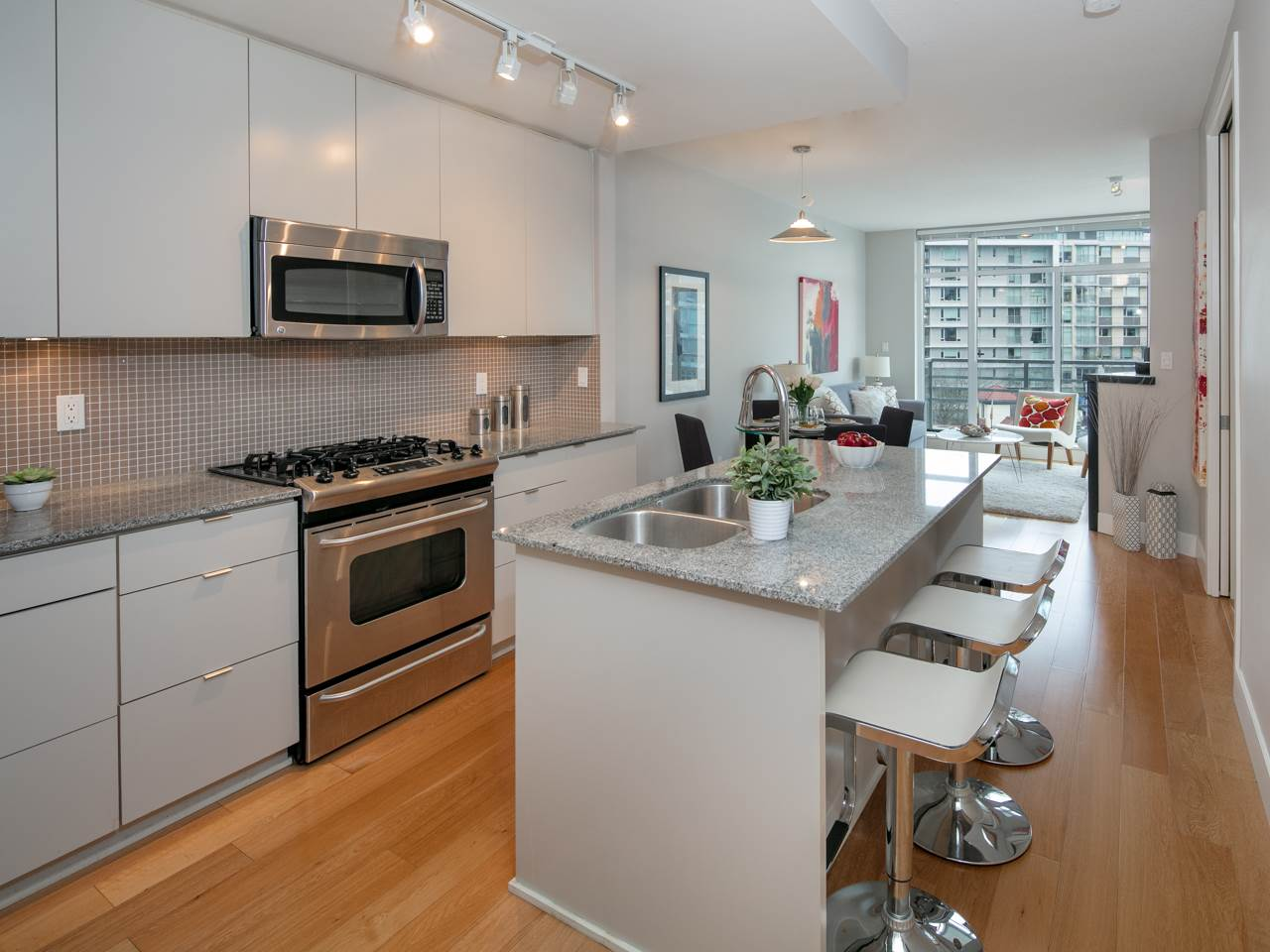 "Photo 3: 512 298 E 11TH Avenue in Vancouver: Mount Pleasant VE Condo for sale in ""The Sophia"" (Vancouver East)  : MLS(r) # R2124368"