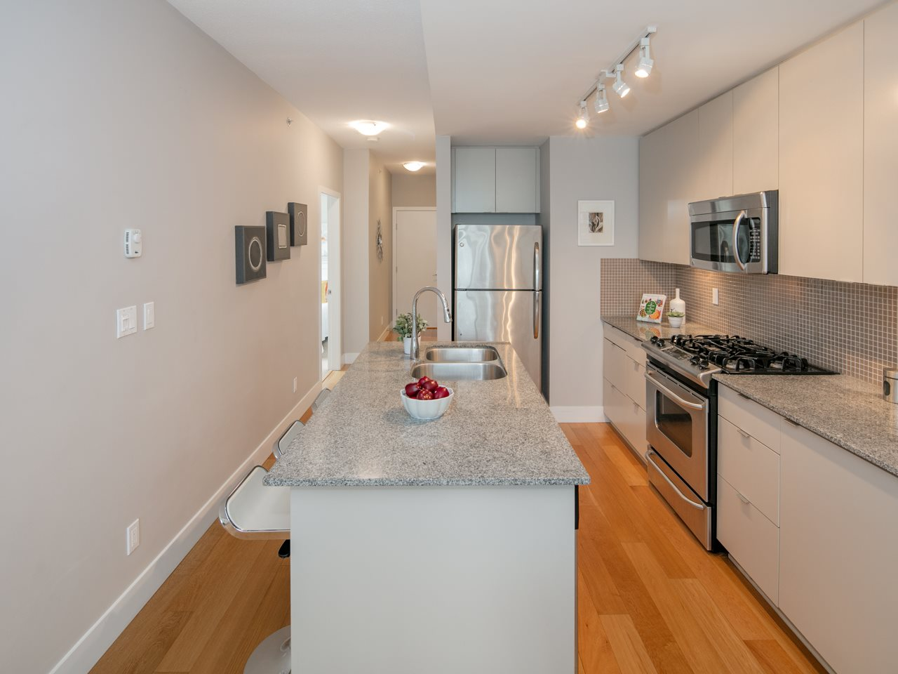 "Photo 5: 512 298 E 11TH Avenue in Vancouver: Mount Pleasant VE Condo for sale in ""The Sophia"" (Vancouver East)  : MLS(r) # R2124368"