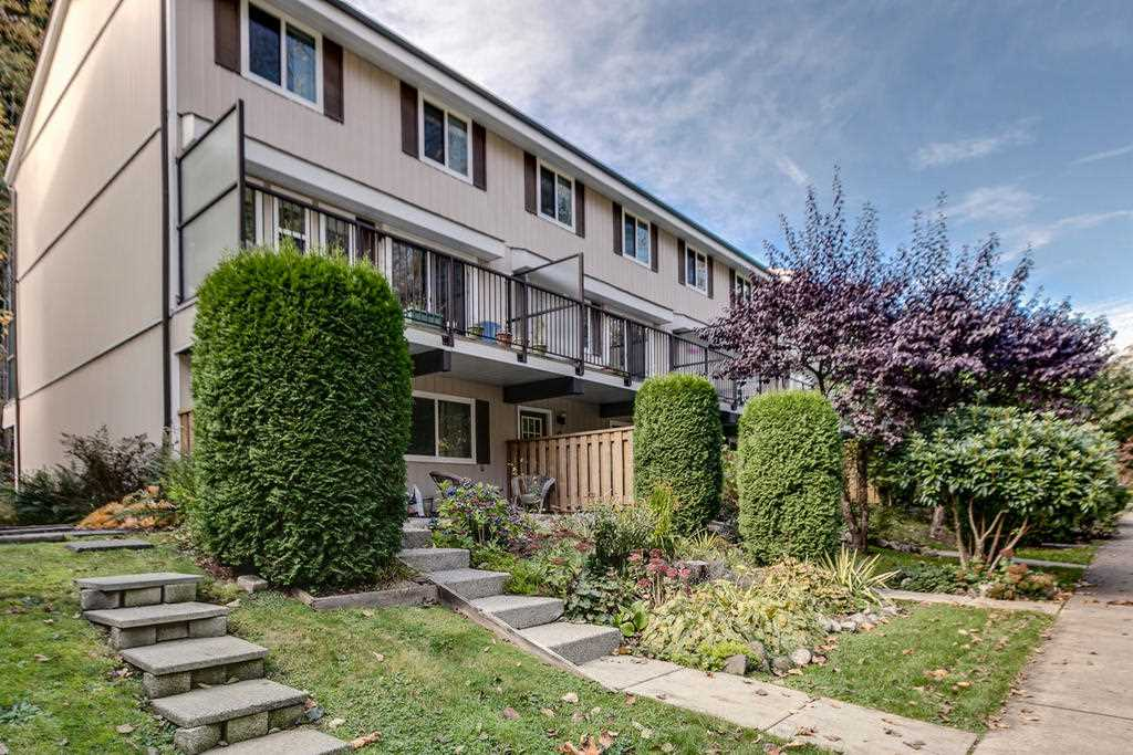 "Main Photo: 9 10000 VALLEY Drive in Squamish: Valleycliffe Townhouse for sale in ""Valley View Place"" : MLS® # R2132656"