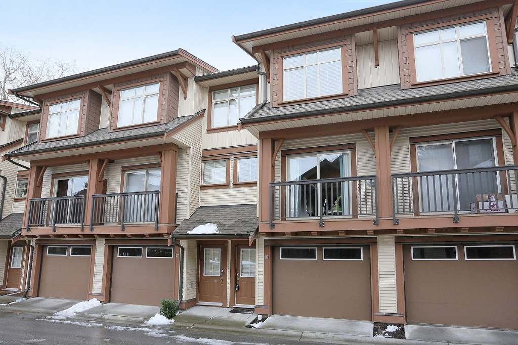 Main Photo: 18 19478 65 Avenue in Surrey: Clayton Townhouse for sale (Cloverdale)  : MLS® # R2137974