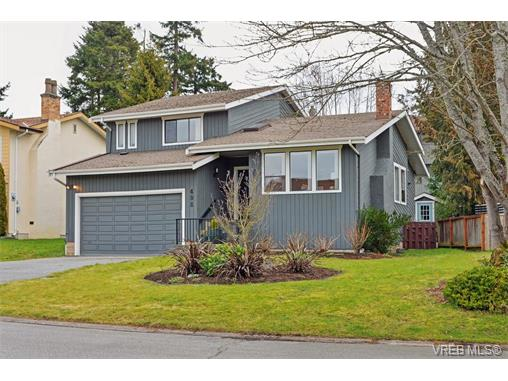 Main Photo: 498 Leaside Avenue in VICTORIA: SW Glanford Single Family Detached for sale (Saanich West)  : MLS® # 374097