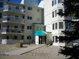 Main Photo: 101 5212 25 Avenue NW in Edmonton: Zone 29 Condo for sale : MLS(r) # E4058055
