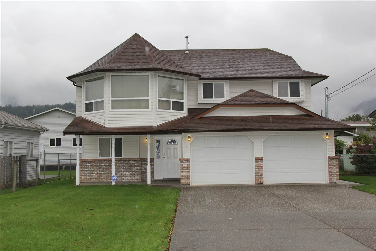 Main Photo: 265 CARIBOO Avenue in Hope: Hope Center House for sale : MLS® # R2161533