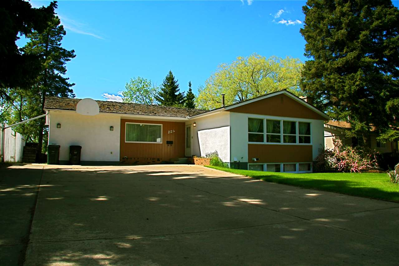 Main Photo: 224 COTTONWOOD Avenue: Sherwood Park House for sale : MLS(r) # E4066172
