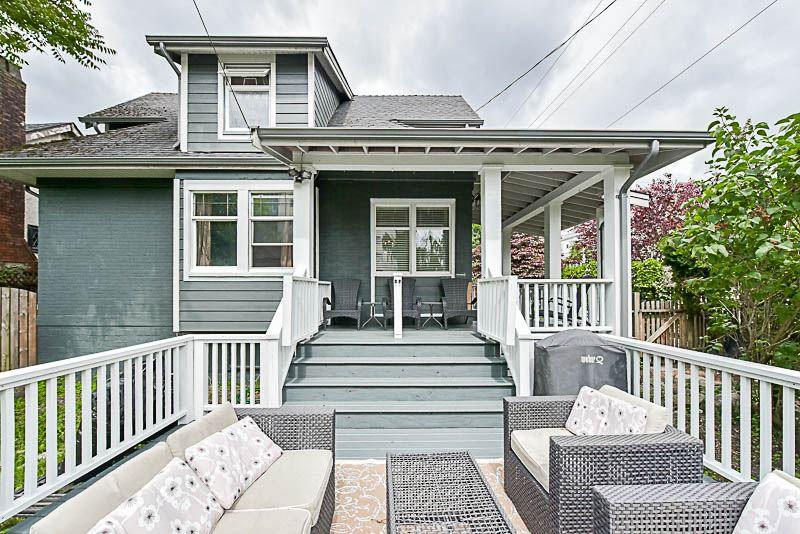 "Main Photo: 202 SEVENTH Street in New Westminster: Uptown NW House for sale in ""BROW OF THE HILL"" : MLS® # R2177046"