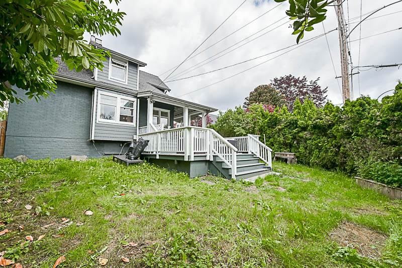 "Photo 20: 202 SEVENTH Street in New Westminster: Uptown NW House for sale in ""BROW OF THE HILL"" : MLS® # R2177046"